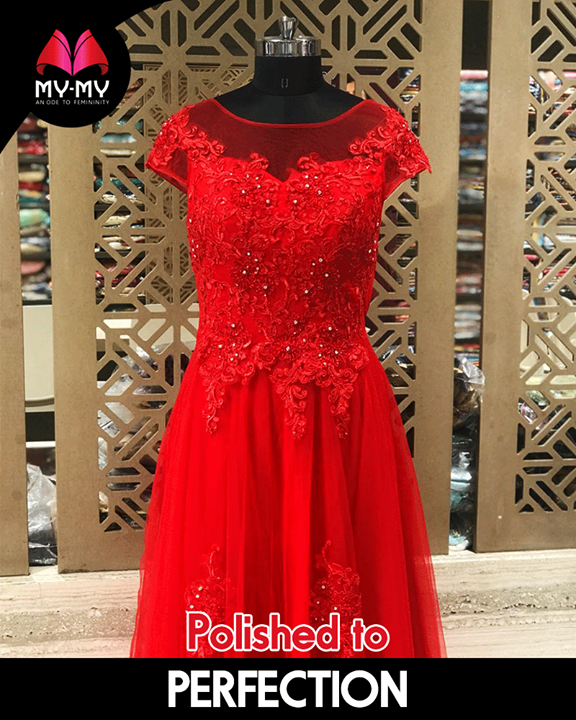 This dress is everything your wardrobe needs & perfect for a date night.  #Style #CurrentTrend #NewTrend #MyMyAhmedabad #FemalelFashion #Fashion
