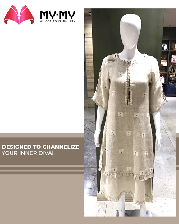 Channel your inner diva with this statement making outfit.  #MyMy #MyMyCollection #ExculsiveEnsembles #ExclusiveCollection #Ahmedabad #Gujarat #India