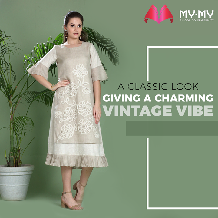Offering you a classic look that gives a charming vintage vibe in this bright summer season.  #Classiclook #Vintage #FashionNeeds #MyMy #MyMyCollection #ExculsiveEnsembles #ExclusiveCollection #Ahmedabad #Gujarat #India