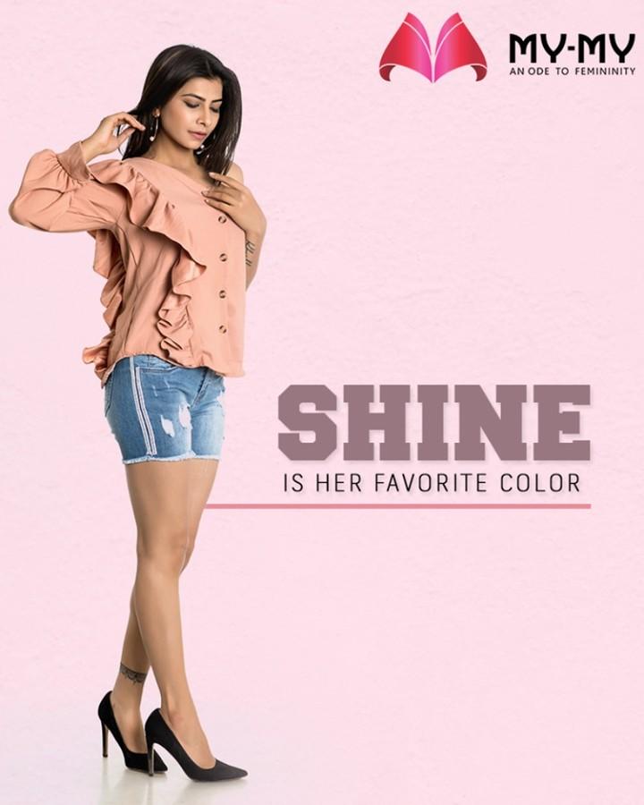 To shine in style is her uniqueness!  #IconicEnsembles #RedefineSenseOfLuxury #PhilosophyOfDressing #ContemporaryFashion #FemaleFashion #FallForFashion #BeautifulDresses #Sparkle #Ahmedabad #Gujarat #India
