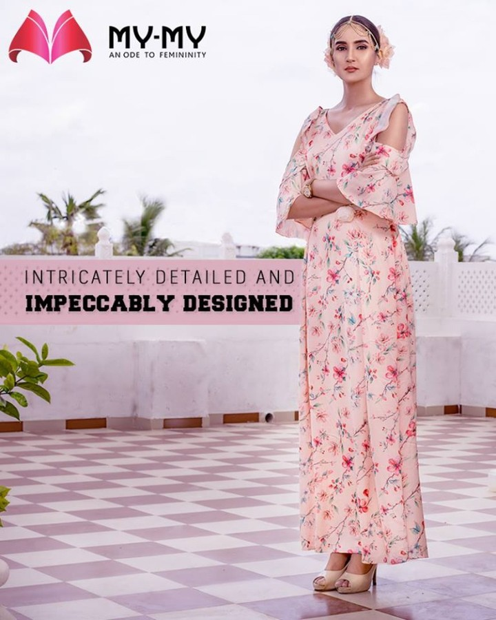 Catch a glimpse of the intricately detailed and impeccably designed ensemble that is the outcome of ingenious craftsmanship! Like it? Own it!  #ImpeccablyDesigned #HeartWinningEthnicWears #BridalCollection #BridesOfIndia #BridalWear #TraditionalWear #FemaleFashion #Ahmedabad #EthnicWear #Elegance #BeautifulDresses #Fashion #Sparkle #Gujarat #India