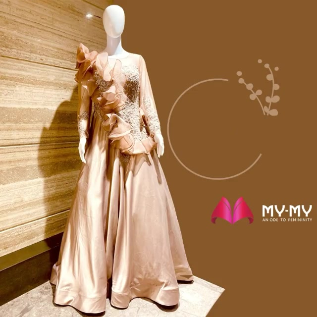 This is your moment to shine. Turn few heads by looking like an epitome of grace & charm with this stunningly incredible outfit!  #WeddingCollection #MyMy #MyMyCollection #ExculsiveEnsembles #ExclusiveCollection #Ahmedabad #Gujarat #India